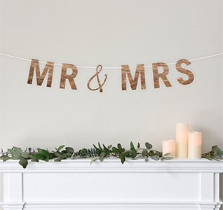 34959-Wooden-Mr-&-Mrs-Banner-m.jpg