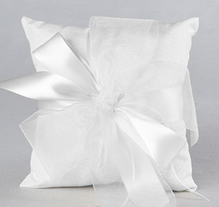 38B-Tres-Beau-Ring-Bearer-Pillow-m.jpg