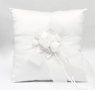 41B_Amour_Ring_Pillow_m1.jpg