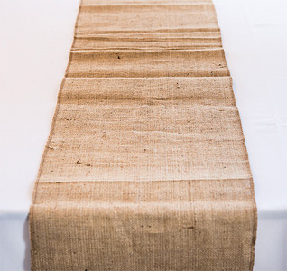 Burlap-Table-Runner-m.jpg