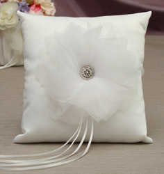 Chole Ring Pillow