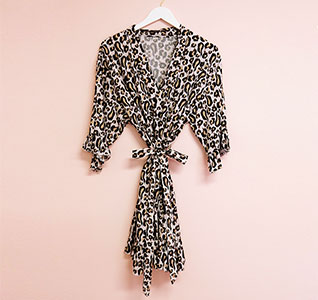 EB3376-Leopard-Print-Bridesmaid-Robes-m1.jpg