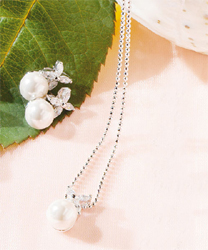 Flower and White Pearl Jewelry Set Necklace and Earrings