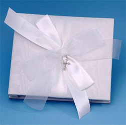 Grace White or Ivory 8 Inch by 8 Inch Wedding Photo/Picture Album