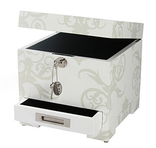 IL-A91346-Wedding-Keepsake-Box-m1.jpg