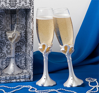 Interlocking-Hearts-Toasting-Flutes-m.jpg