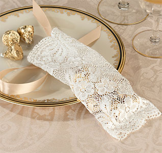 Ivory-Lace-Favor-Bags-m.jpg