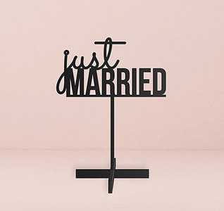 Just-Married-Acrylic-Sign-Black-m.jpg