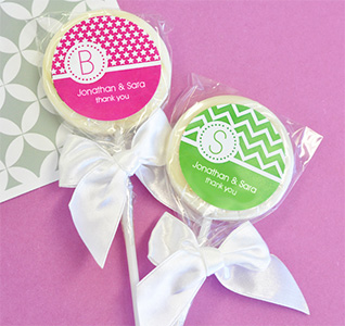MOD-Pattern-Monogram-Lollipop-Favors-m.jpg
