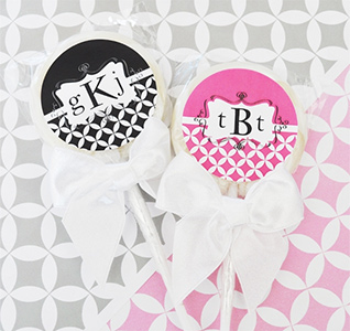 Mod-Monogram-Personalized-Lollipop-m.jpg