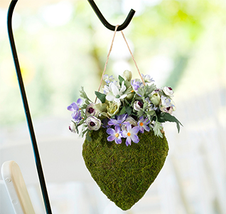 Moss-Hanging-Open-Heart-Basket-m.jpg