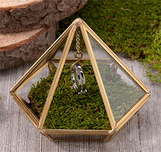 Ring-Holder-Gold-Hanging-Prism-m.jpg
