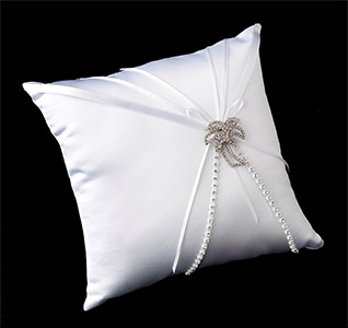 Ring-Pillow-with-Silver-Clear-Beach-Palm-Tree-m.jpg