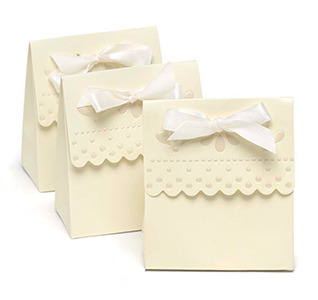 Scalloped-Edge Ivory Favor Boxes
