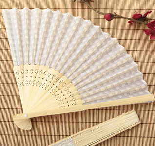 Silver-Scallop-Silk-Wedding-Favor-Fans-m.jpg