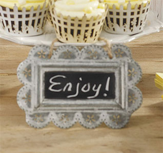 Small-Scalloped-Frame-Tin-Signs-with-Chalkboard-m.jpg