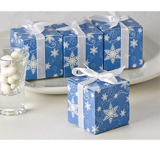 Winter-Wishes-Snowflake-Favor-Box-24-Pack-M.jpg