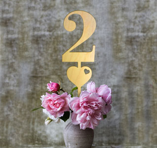 Wooden-Wedding-Table-Numbers-Heart-m.jpg