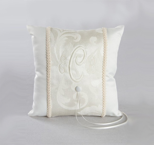 brocade-ring-pillow-m.jpg