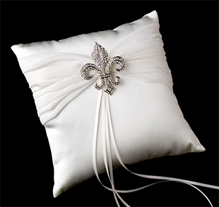fleur-de-lis-brooch-ring-pillow-m.jpg