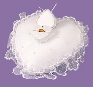 heart-pillow-ring-box-m.jpg