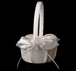 snowflake-brooch-flower-girl-basket-m.jpg